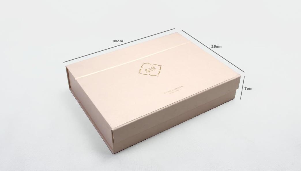 High End Iridescent Paper Duvet Set Boxes size