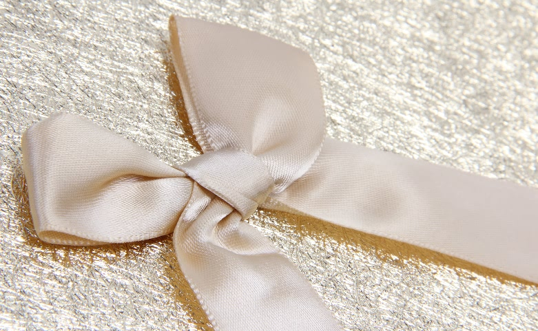 Dazzling Hinged Lids Golden Chocolate Gift Boxes Ribbon