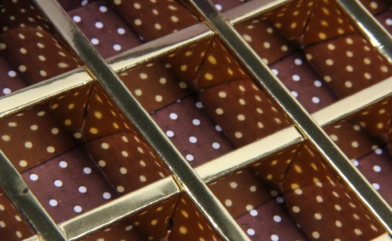 Dazzling Hinged Lids Golden Chocolate Gift Boxes Detail