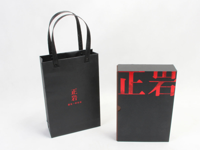 Black Tea Gift Boxes and Bags Display