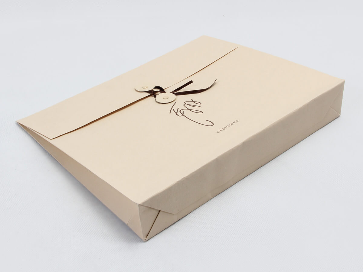 Cashmere Scarf Envelop Shopping Bags Corner Display