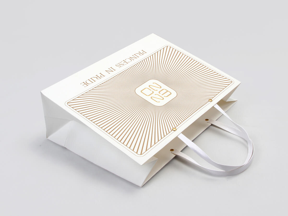 Chic Design White Kraft Gift Bags Ribbon Detail