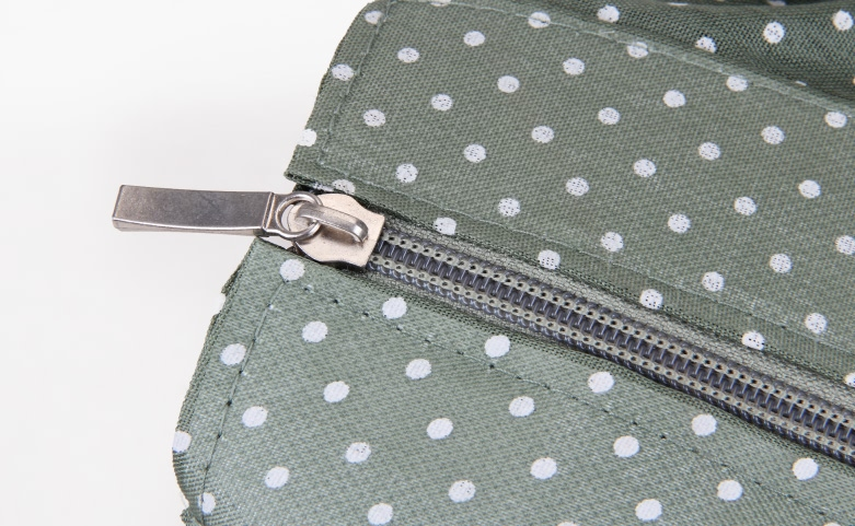 Colourful Straw Bag With Leather Handle detail