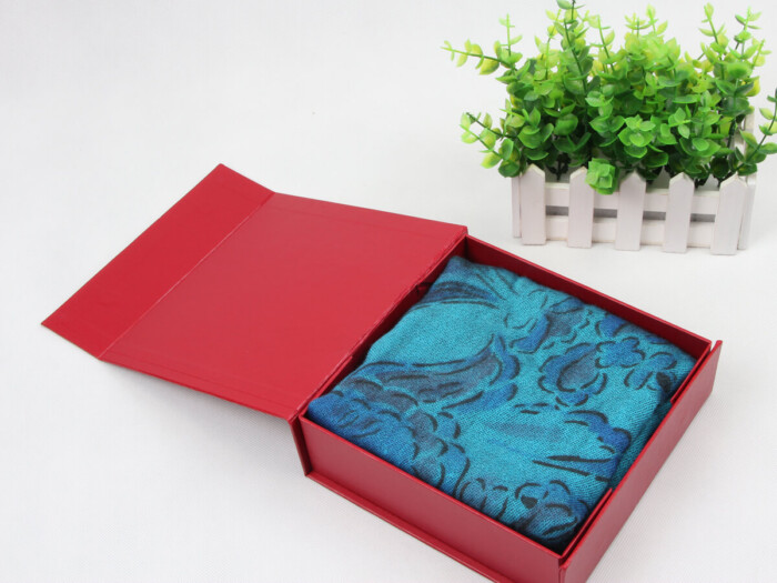 Embossing Folding Leatherette Paper Scarf Packaging Boxes