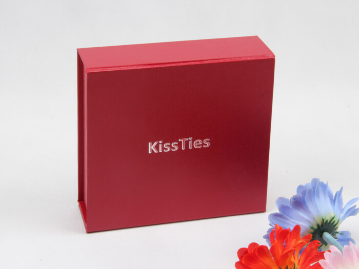 Embossing Folding Leatherette Paper Scarf Packaging Boxes Display