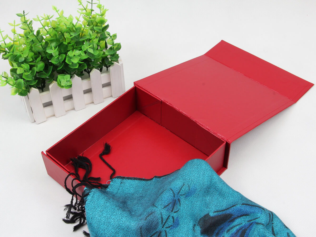 Embossing Folding Leatherette Paper Scarf Packaging Boxes With Scarf