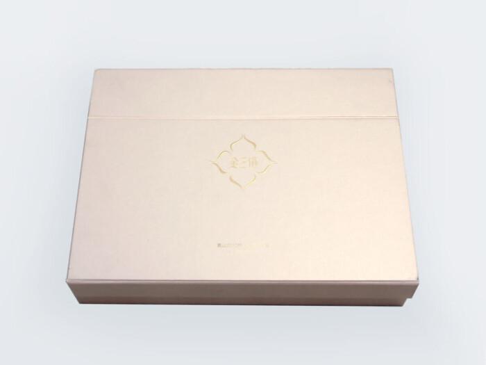 High End Iridescent Paper Duvet Set Boxes Detail