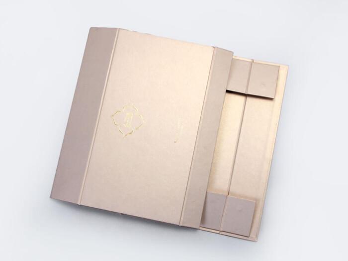 High End Iridescent Paper Duvet Set Boxes Folding Display