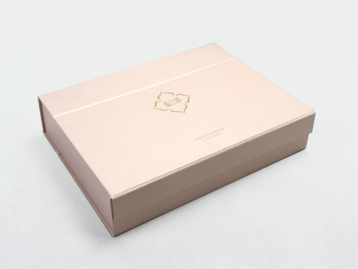 High End Iridescent Paper Duvet Set Boxes Side Display