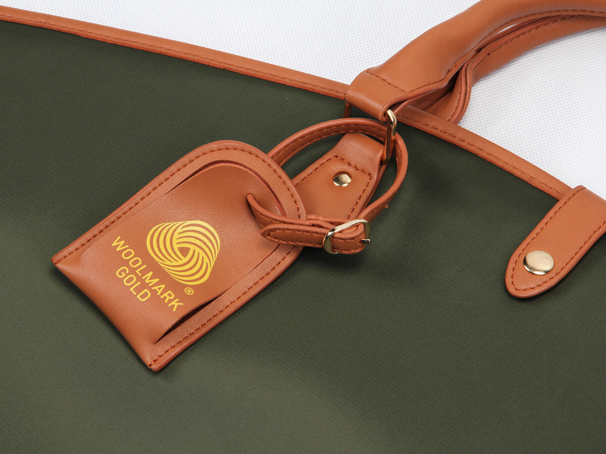 High-end Custom Garment Suit Bags leather Label