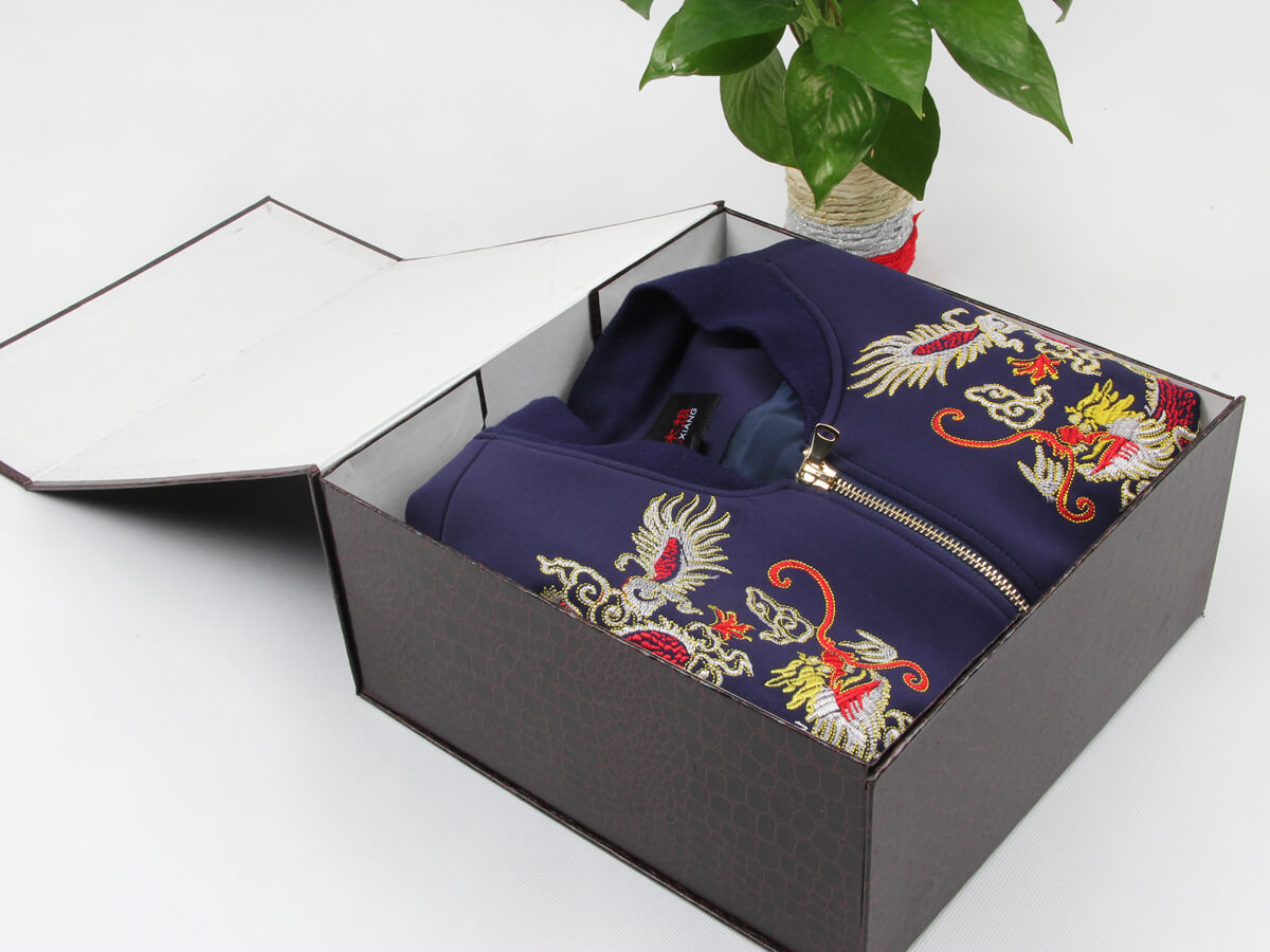 Leather Paper Garment Packaging Boxes With Cloth