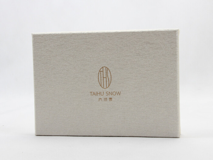 Luxury Silk Pillow Cover Packaging Boxes Detail