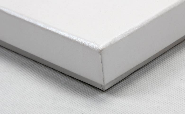 Pearl White Blindfold Packaging Boxes Corner