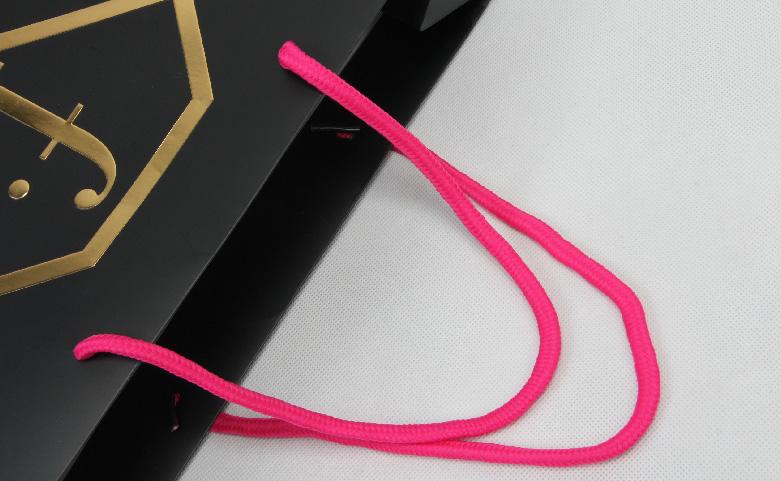 Fashion Black Cosmetic Paper Bags handle