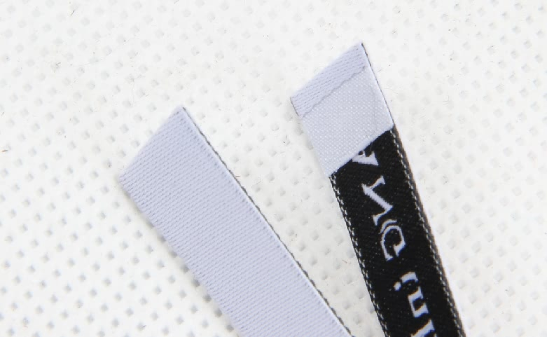 Great Quality White Apparel Woven Labels detail