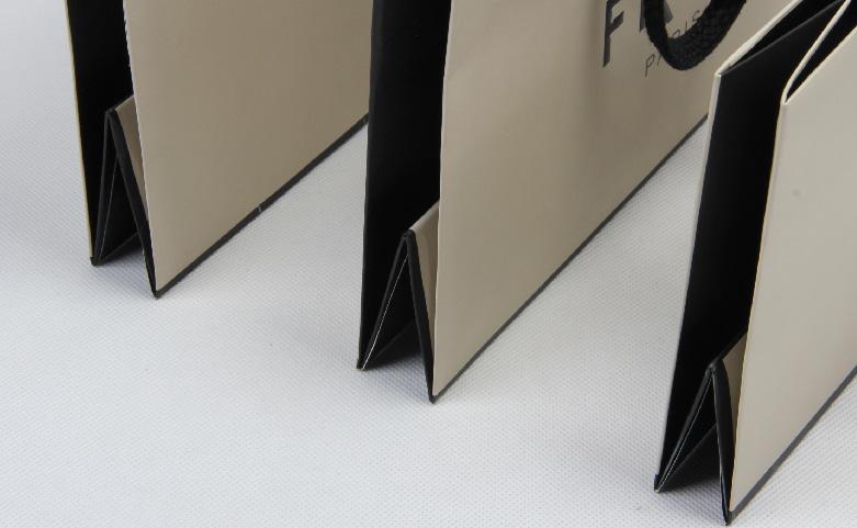 High Grade Beige Jewelry Paper Bags Set detail
