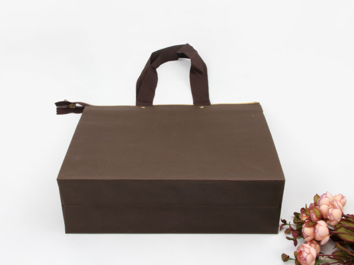 Individuality Paper Handle Bags Bottom Display