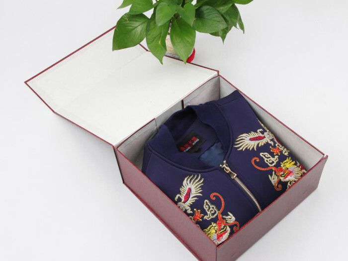 Leatherettre Paper Garment Packaging Boxes With Cloth