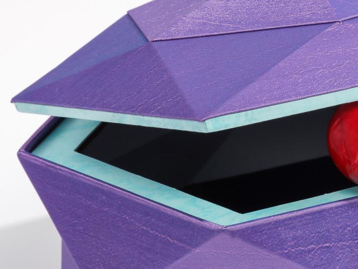 Luxury Tiara Jewelry Packaging Boxes Corner Detail