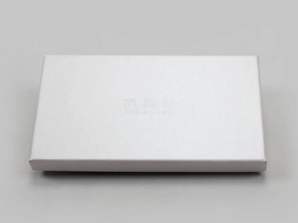 Pearl White Blindfold Packaging Boxes LOGO Technique