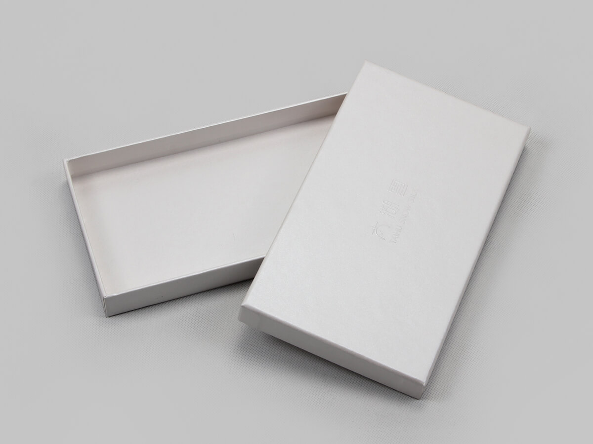Pearl White Blindfold Packaging Boxes