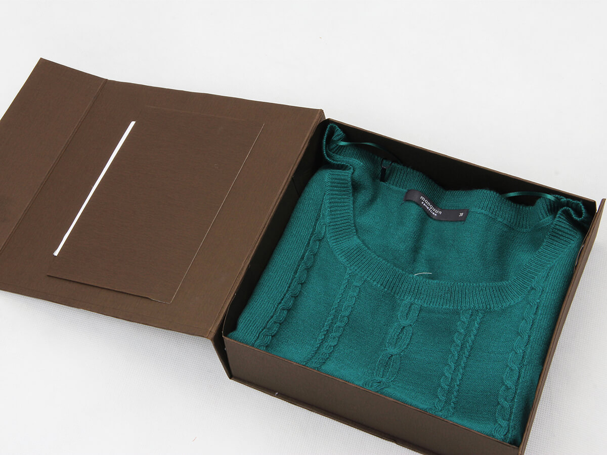 Stand Folding Garment Packaging Boxes With Cloth
