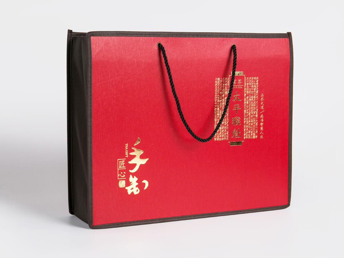 Black Tee Gift Shopping Bag Display