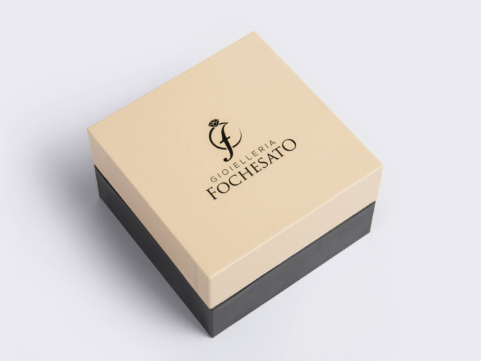 Jewellery Packaging Boxes With Pillow Lining Display
