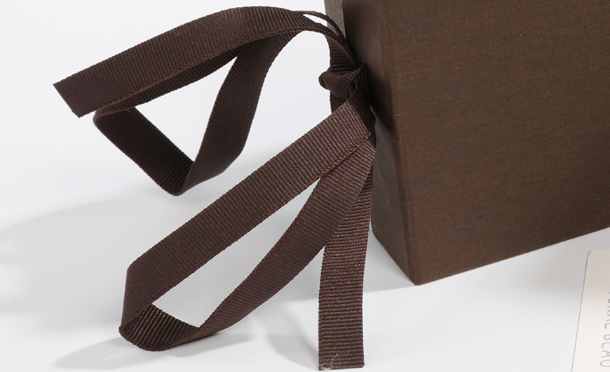 Luxury Garment and Jewelry Packaging Rigid Boxes Ribbons Material Detail