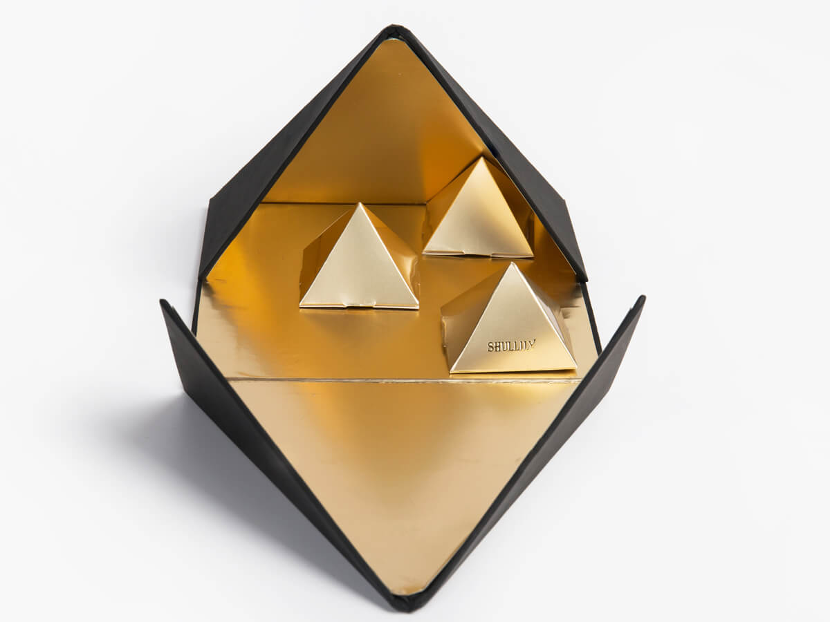 Luxury Pyramid Chocolate Packaging Boxes Lining Material