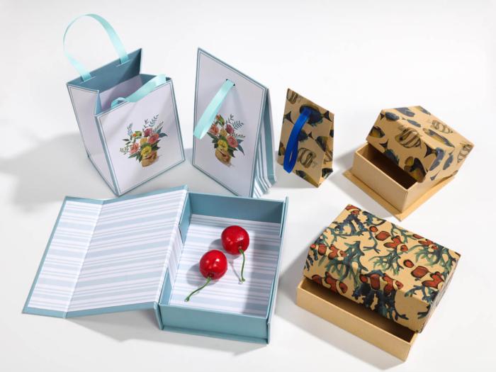 Natural Environment Packaging Boxes and Bags Display