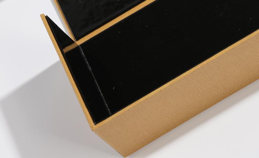 Premium Sunglass Packagig Boxes Inside Light Film