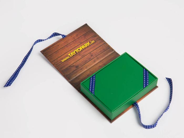 VIP Membership Card Packaging Boxes Lining Display