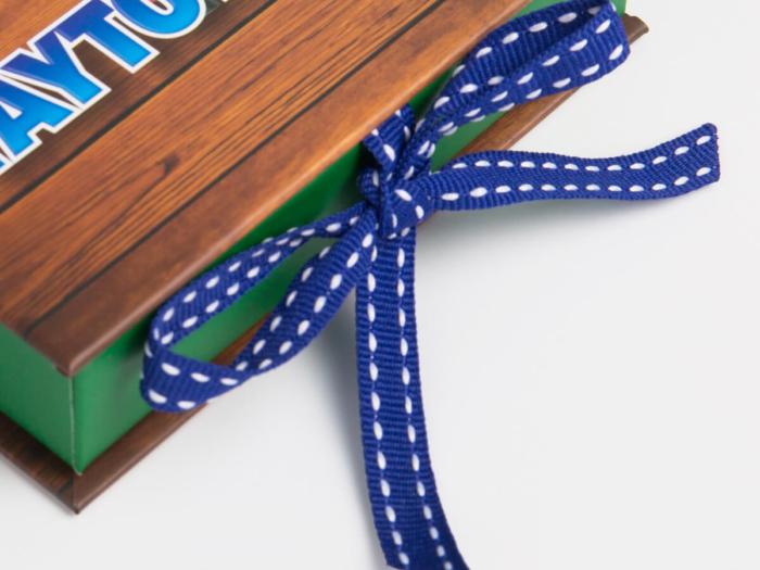 VIP Membership Card Packaging Boxes Ribbons Display