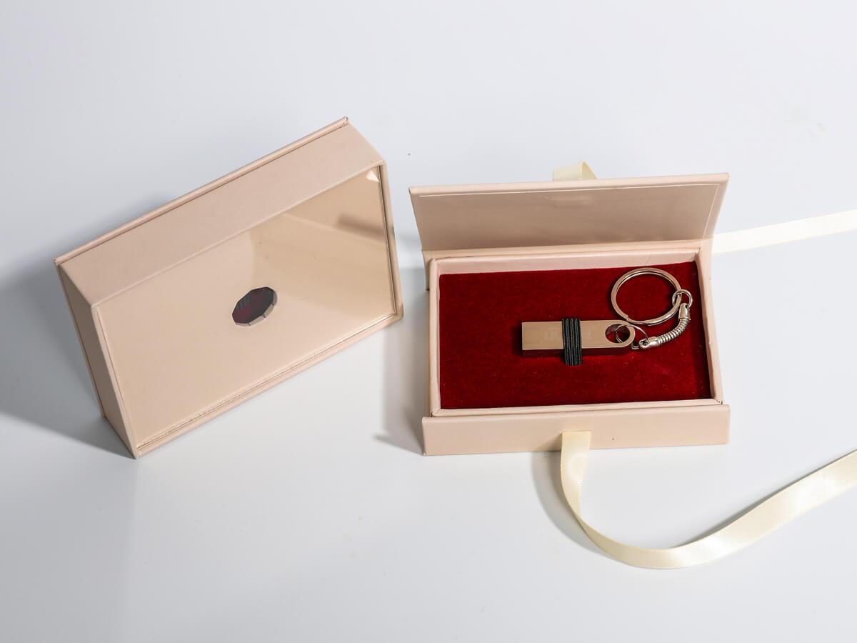 Wedding Gift Packaging Boxes For USB and Card Open Way
