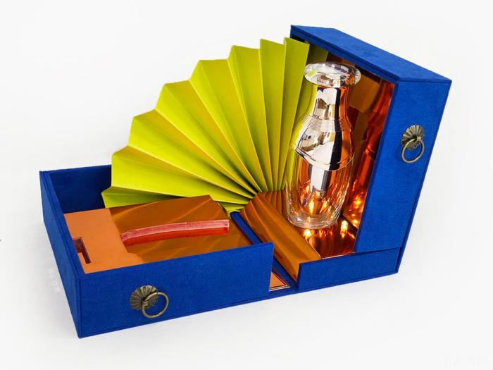 Music Cosmetic Gift Box Open Way