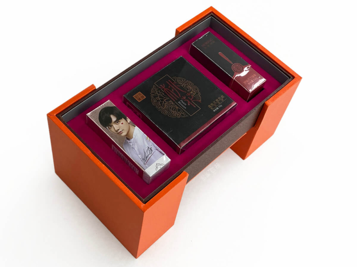 Pull-out Rotating Cosmetic Gift Box Display